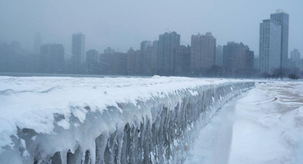 الولايات المتحدة تحت حصار عواصف ثلجية في شيكاغو، إلينويس، 29 يناير/ كانون الثاني 2019