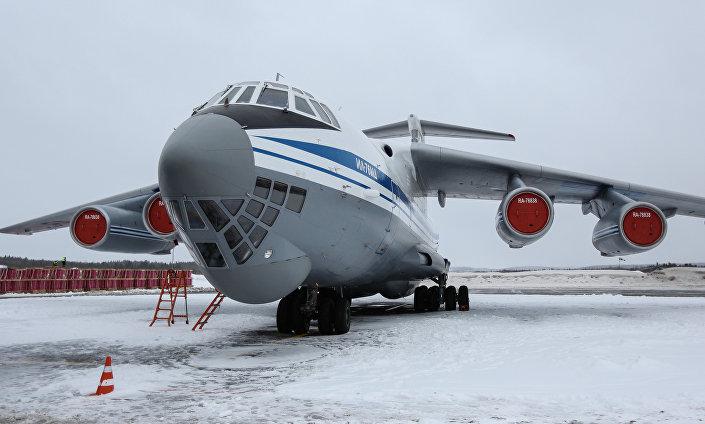 طائرة النقل العسكرية تستعد للانطلاق نحو القطب الشمالي