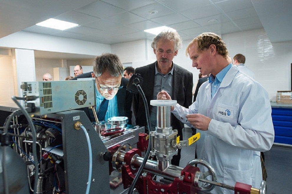 العلماء الروس يبتكرون مادة مقاومة للحرارة للطيران والملاحة الفضائية