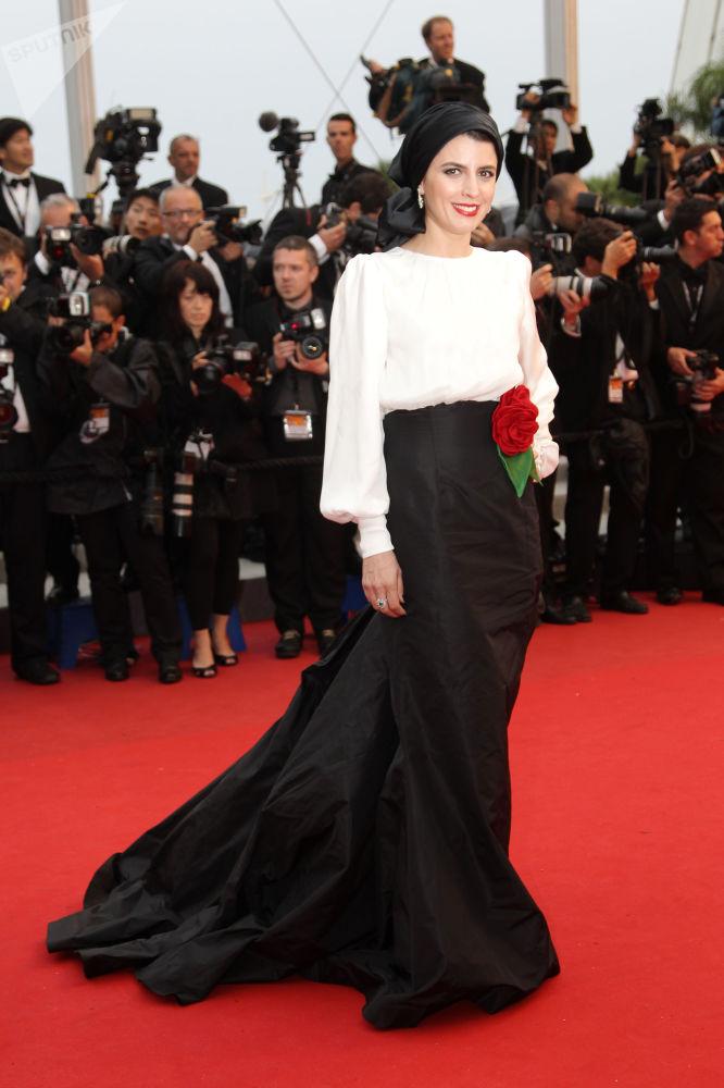 الممثلة الإيرانية لیلا حاتمي على السجادة الحمراء خلال اختتام الحفل الـ 65 من مهرجان كان السينمائي