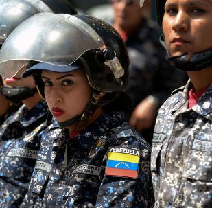 عناصر شرطة الأمن الفنزويلية خلال احتجاجات ضد الرئيس الحالي نيكولاس مادورو في كاراكاس، فنزويلا 30 يناير/ كانون الثاني 2019