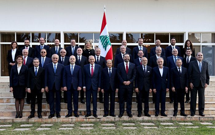 بالصور-الرأي-العام-اللبناني-يسخر-من-توقيع-وزيرة-الطاقة-الجديدة
