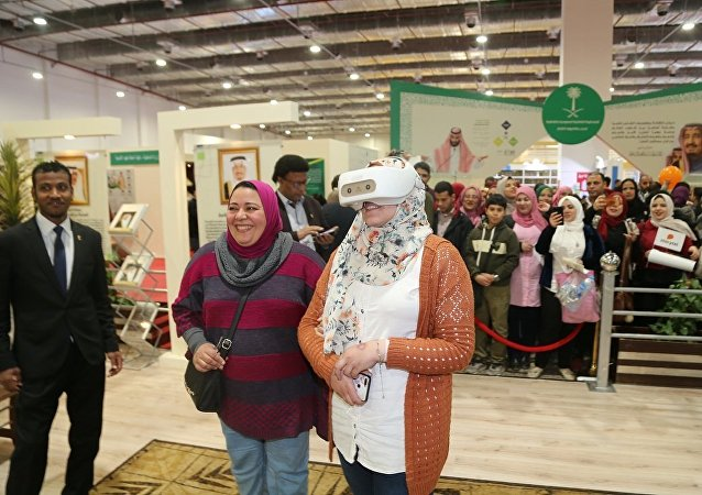 رؤية وزيارة الحرمين الشريفين عبر الواقع الافتراضي في معرض القاهرة الدولي للكتاب الـ 50