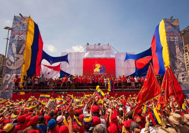 مظاهرات داعمة لرئيس الفنزويلي نيكولاس مادورو في كاراكاس، فنزويلا فبراير/ شباط 2019