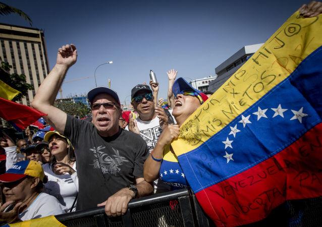 مظاهرات داعمة لزعيم المعارضة الفنزويلية خوان غوايدو في كاراكاس، فنزويلا فبراير/ شباط 2019