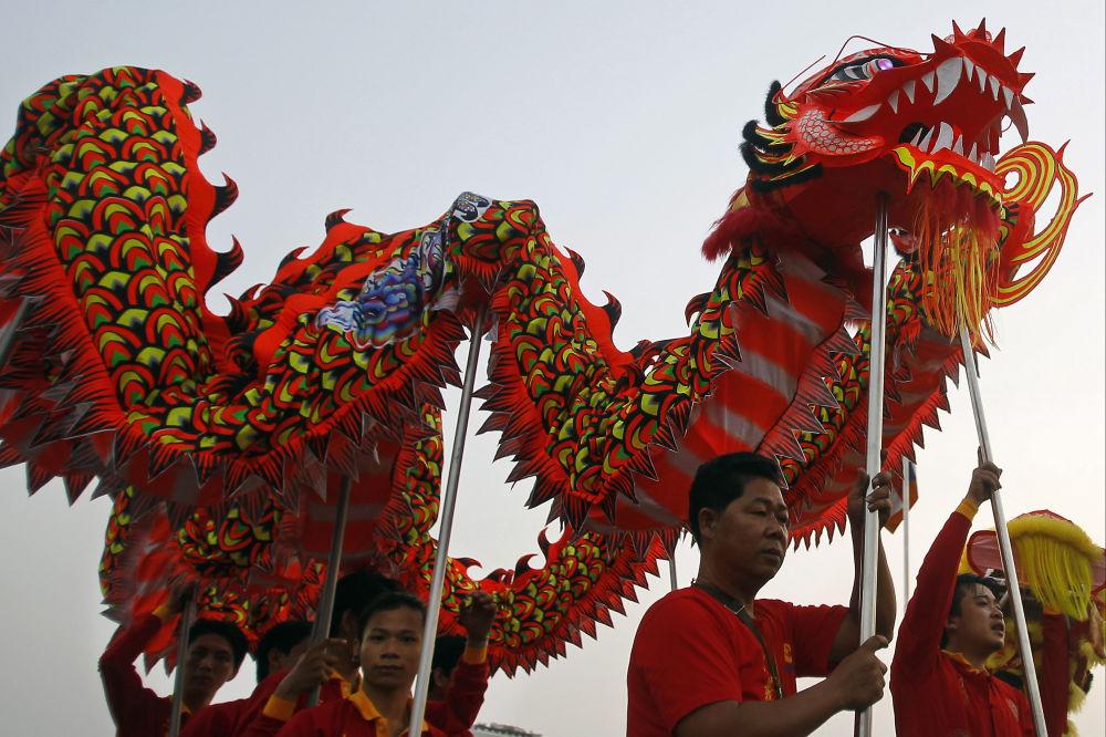 الاحتفال برأس السنة القمرية الصينية الجديدة أمام القصر الملكي في بنوم بنه، كمبوديا، 4 فبراير/ شباط 2019