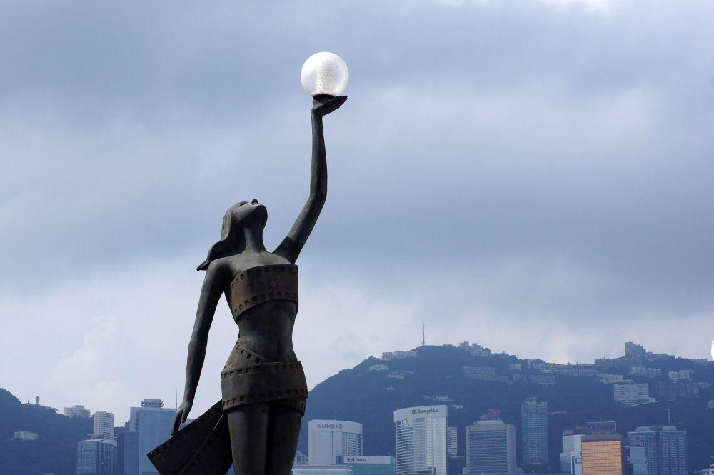 نصب تذكاري على ضفة فيكتوريا في هونغ كونغ