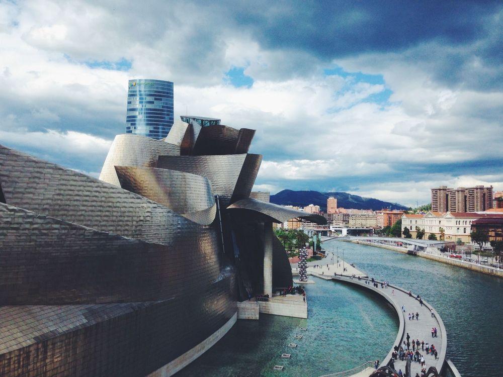متحف غوغنهايم في بلباو الإسبانية
