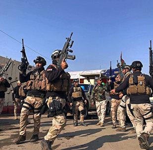 جنود من الجيش العراقي يحتفلون بيوم الجيش