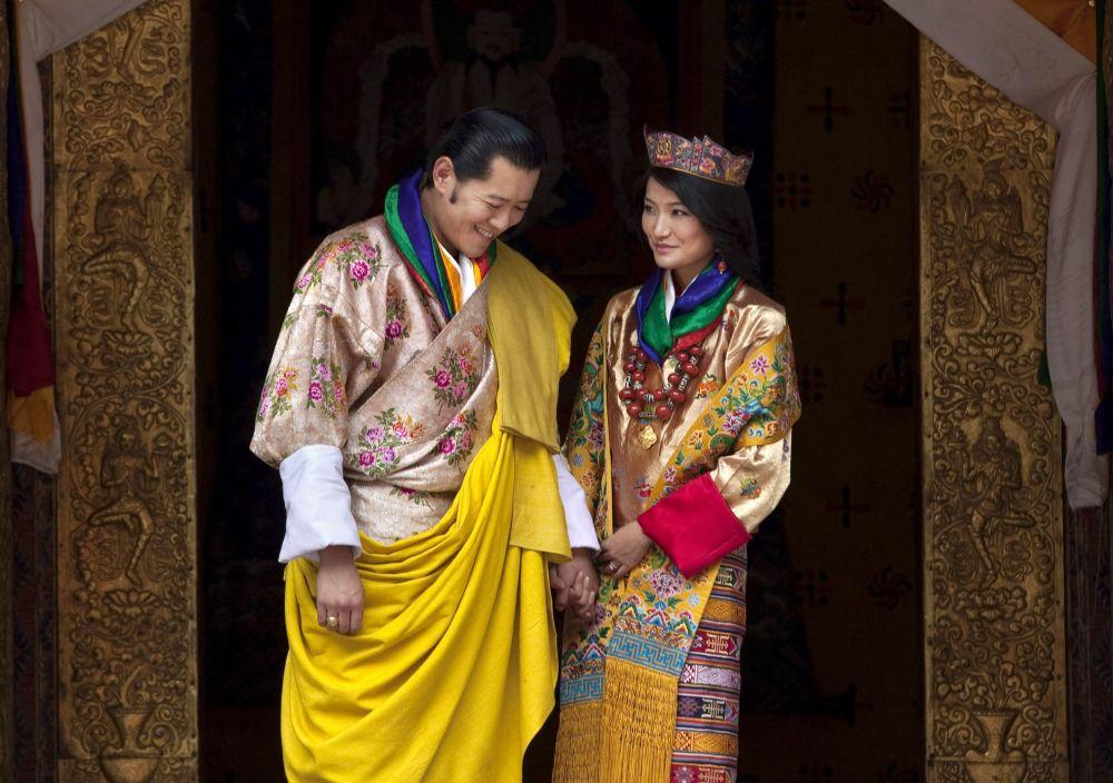 الملكة جيتسون بيما وانغتشاك والملك جيغما خيسار نامغيال وانغتشاك لمملكة بوتان في جنوب آسيا 13 أكتوبر/ تشرين الأول 2011