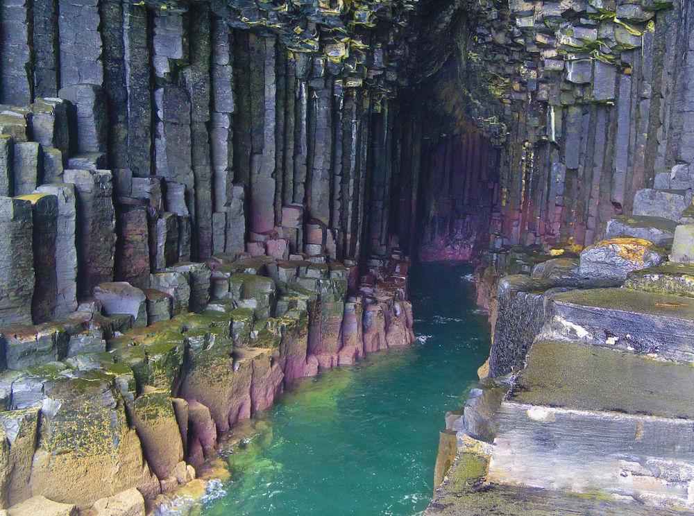 كهف فينغال على جزيرة ستافا، في اسكتلندا