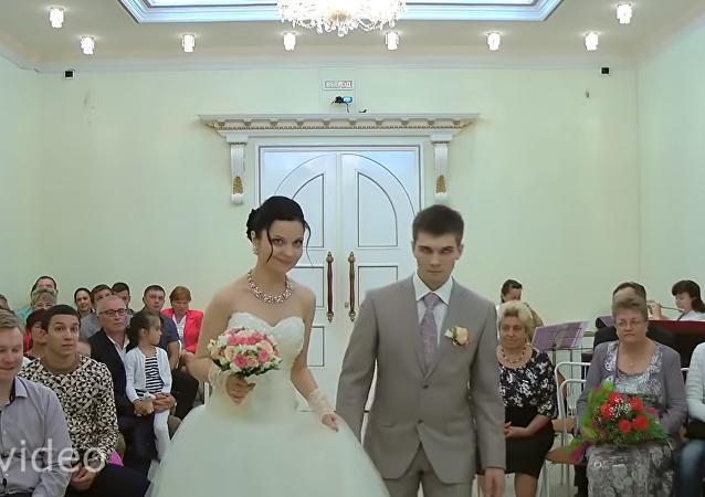 ردة فعل العروس بعد أن أغمي على العريس