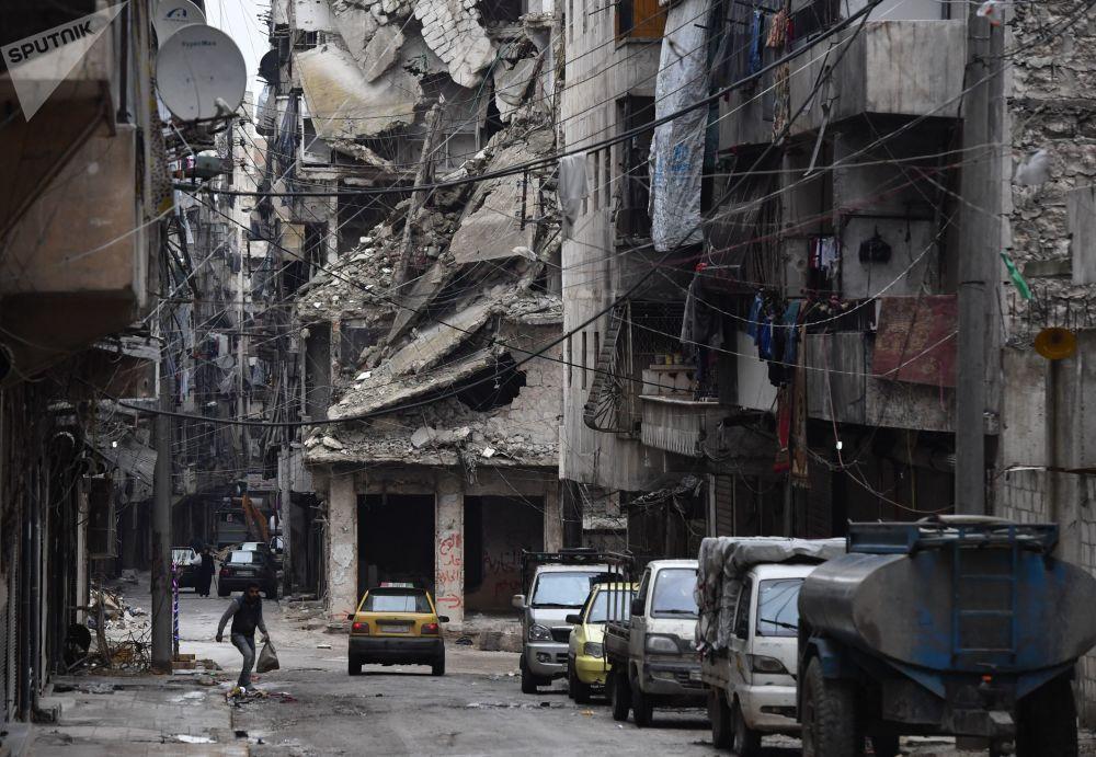 سوريون يعودون إلى بيوتهم في حلب، سوريا