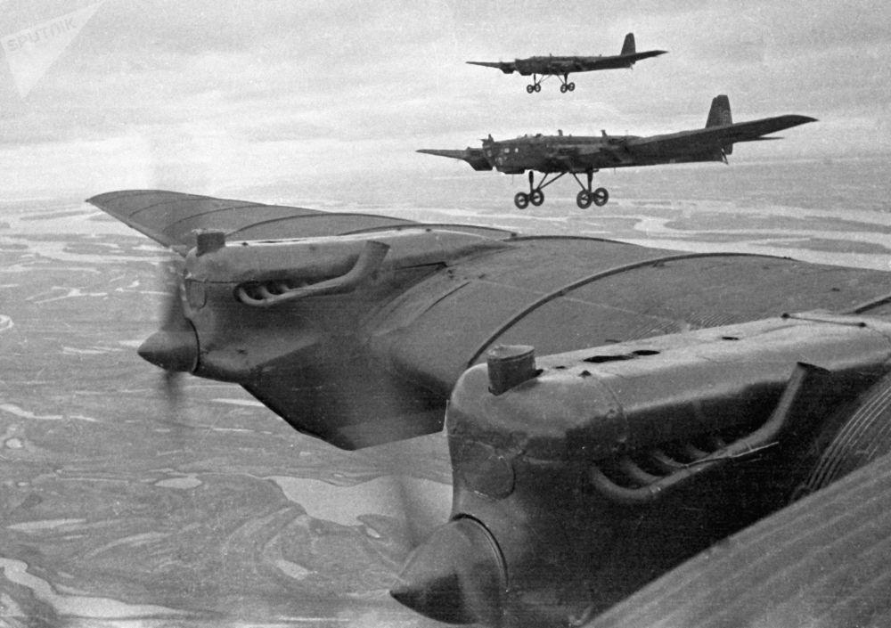 القاذفات الثقيلة تي بي - 3 (توبوليف) أثناء المناورات العسكرية بين عامي 1936-1937