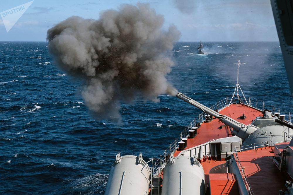 مناورات البحرية العسكرية كومجا-2018 في بحر بارنتس
