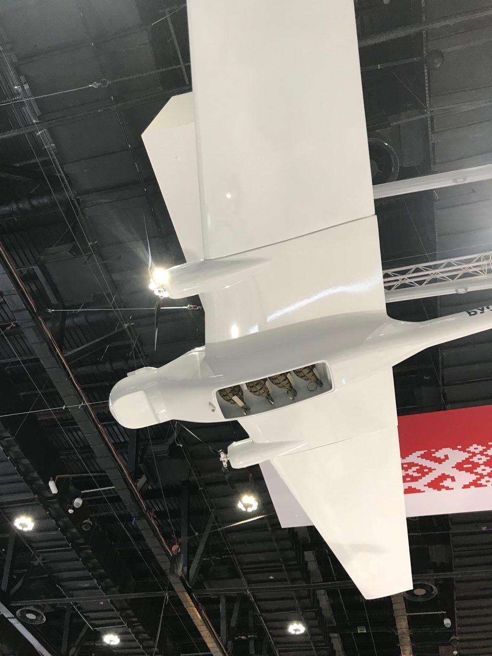 أكاديمية العلوم البيلاروسية تعرض الطائرة الانتحارية المسيرة بوسيل إم بي في آيديكس 2019 بالإمارات