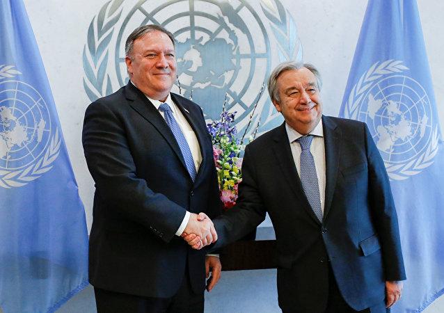 أنطونيو غوتيريش الأمين العام للأمم المتحدة مع مايك بومبيو وزير الخارجية الأمريكي
