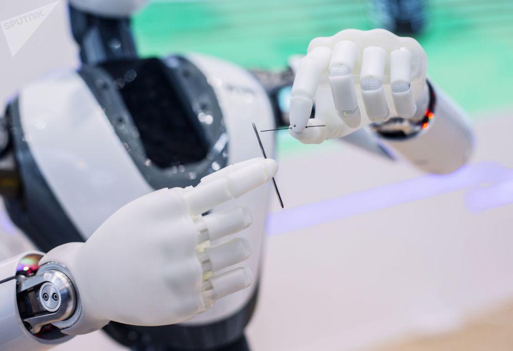 روبوت كيتي (Cathy) في جناح شركة كلاود مايندز تيكنولوجي (CloudMinds Technology) في المؤتمر العالمي للموبايل 2019 في برشلونة، إسبانيا 25 فبراير/ شباط 2019