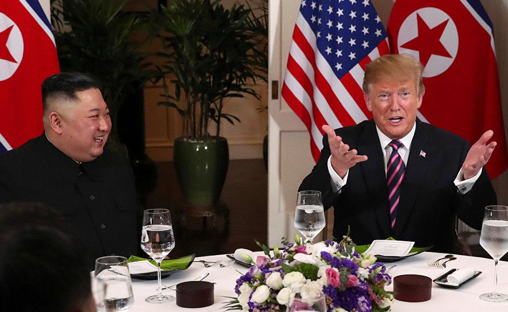 دونالد ترامب مع كيم جونغ أون
