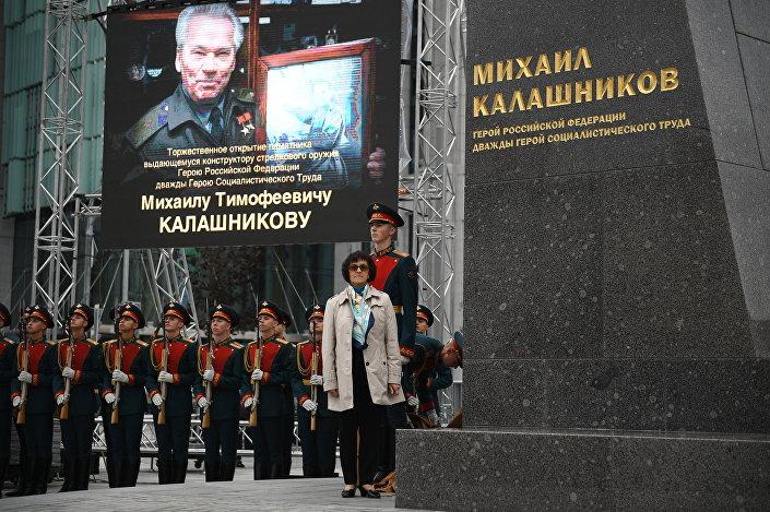 حفل إزاحة الستار عن تمثال ميخائيل كلاشنيكوف