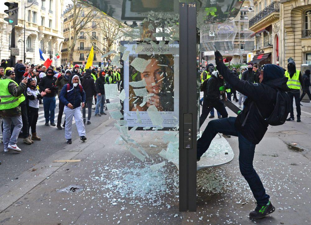 المشاركون في متظاهرات السترات الصفراء في باريس، التي تستمر منذ نوفمبر/ تشرين الثاني من العام الماضي 2018