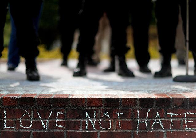 مظاهرة ترفض التمييز الحب وليس الكره