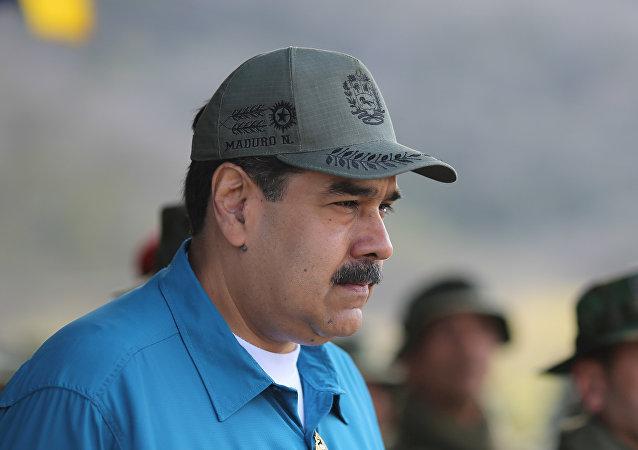 الرئيس الفنزويلي نيكولاس مادورو يحضر تدريبات عسكرية في توريسمو