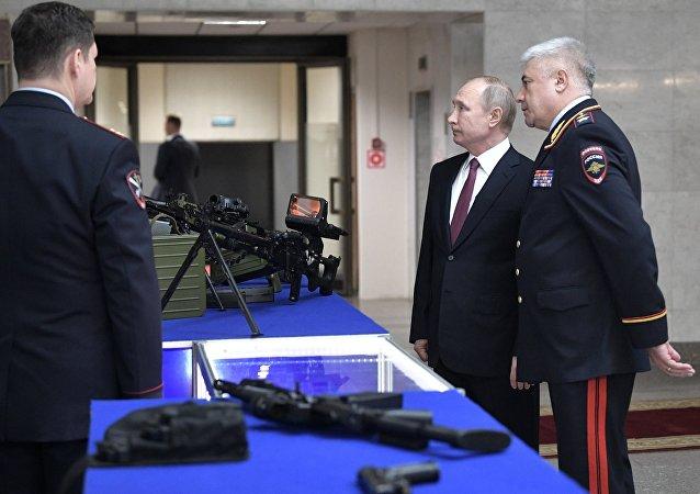 رئيس الدولة الروسية فلاديمير بوتين يحضر اجتماع أركان وزارة الداخلية