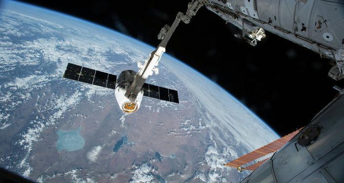 مركبة الفضاء دراغون