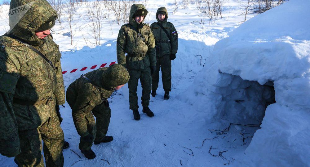 """وحدات الحراسة في الجيش الروسي تبدأ باستلام """"أساور الاستجابة"""" الذكية"""