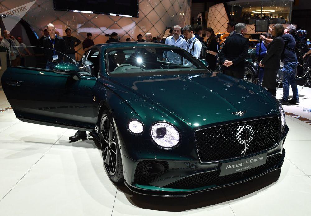 معرض جنيف الدولي للسيارات لعام 2019 - جناح شركة Bentley وعرض سيارة Bentley Continental GT Number 9