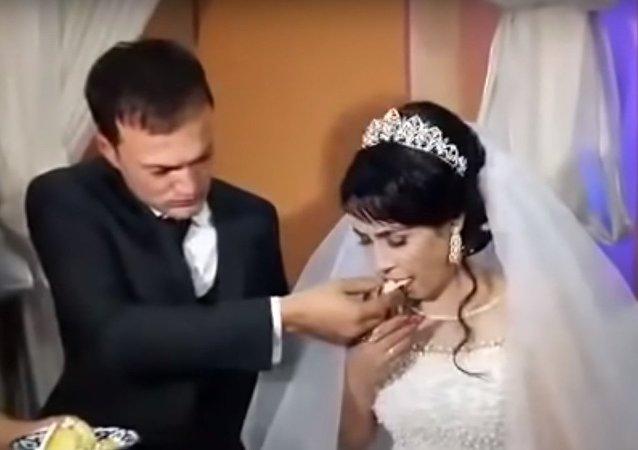 عريس يصفع عروسه في ليلة الزفاف