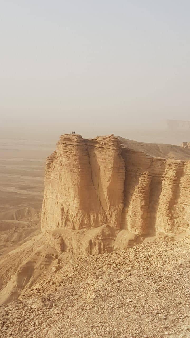 جبل الطويق الذي يشتهر بحافة نهاية العالم Тувейк