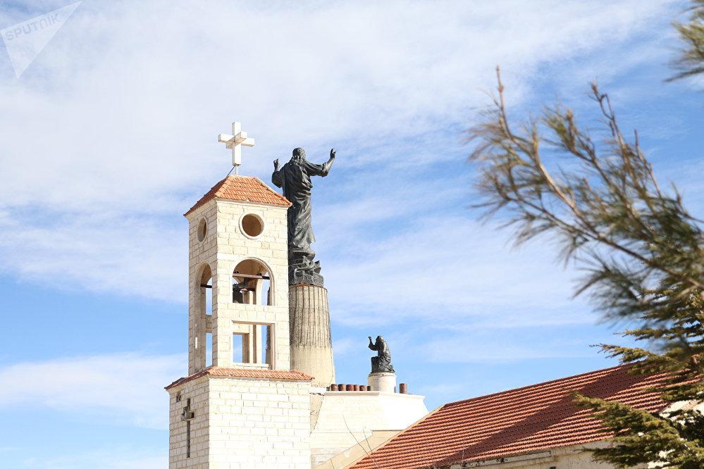 أكبر تمثال للسيد المسيح في العالم العربي يعتلي أعلى قمم القلمون شمال دمشق статуя Христа
