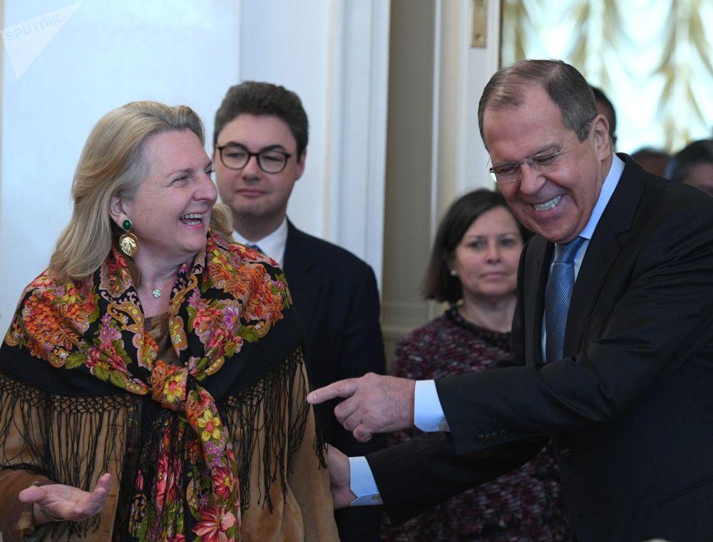 كارين كنيسل، وزيرة الخارجية والتكامل والشؤون الخارجية للنمسا، في اجتماع مع وزير الخارجية الروسي سيرجي لافروف في موسكو