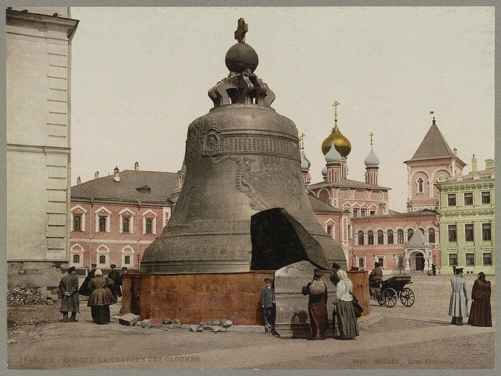 جرس القيصر في مجمع قصر الكرملين في موسكو