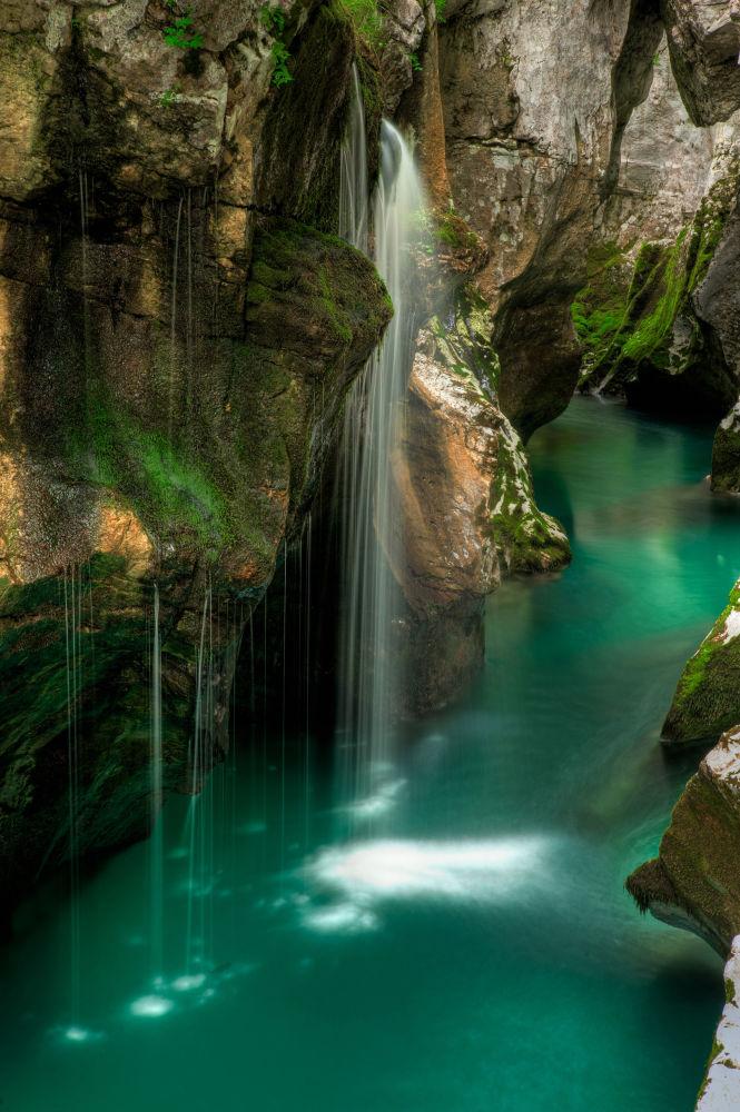 الشلالات على نهر سوكا في سلوفينيا