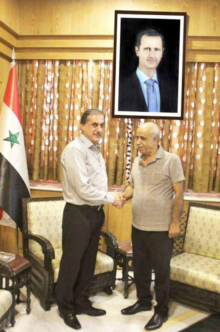 الفنان سمير جركس مكرماً في مكتب محافظ حلب