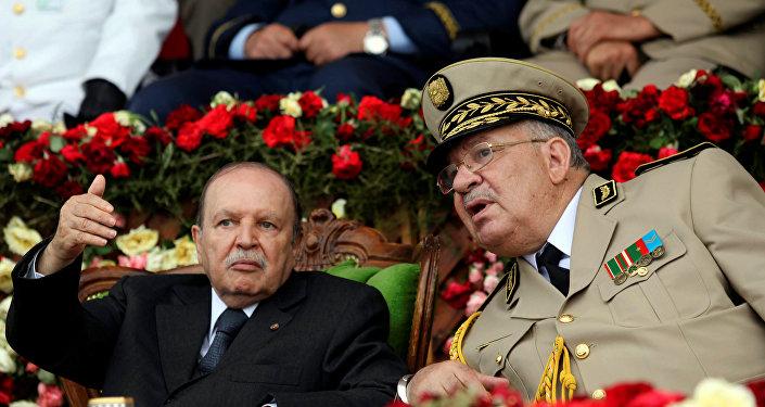 الرئيس الجزائري عبد العزيز بوتفليقة ورئيس أركان الجيش قايد صالح