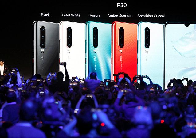 شركة هواوي الصينية تطلق هاتفي بي 30 وبي 30 برو في العاصمة الفرنسية باريس/ 26 مارس/آذار 2019