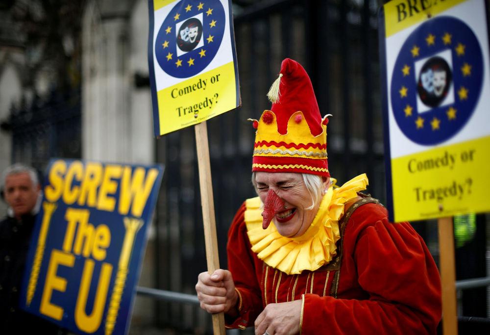 أحد المتظاهرين أنتي-بريكست (ضد خروج بريطانيا من الاتحاد الأوروبي) في مسيرة في لندن 27 مارس/ آذار 2019