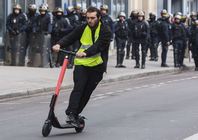 مشارك في تظارهات السترات الصفراء في باريس، مارس/ آذار 2019