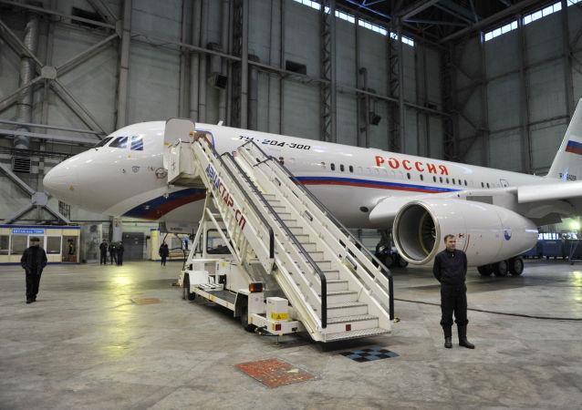 طائرة تو-204-300