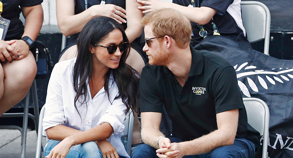 الأمير هاري يجلس بجوار ميغان ماركل