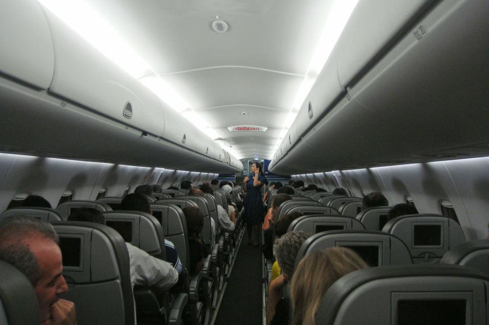 صالون طائرة Embraer 190 لشركة الطيران Azul Linhas Aéreas Brasileiras