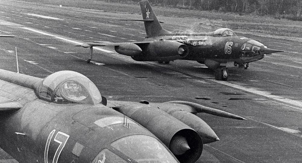 طائرتان من طراز ياك-28