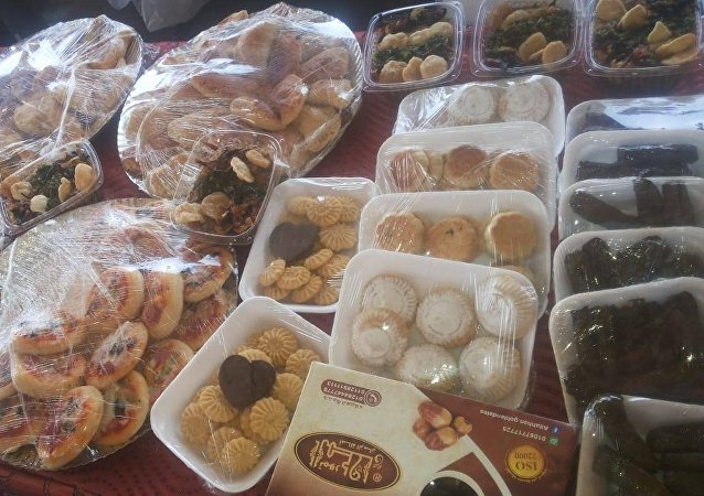 سوريات يصنعن الحلوى في مصر
