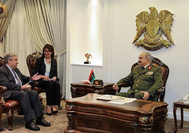 الأمين العام للأمم المتحدة أنطونيو غوتيريس يلتقي القائد العسكري الليبي خليفة حفتر في بنغازي