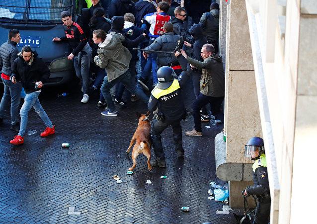أعمال شغب قبل مباراة يوفينتوس وأياكس في أمستردام