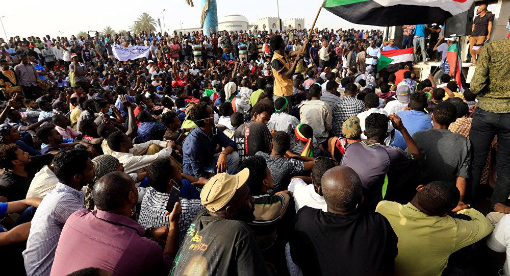 البرهان: إذا اقتضت الضرورة إنهاء عمل المجلس الانتقالي في السودان فسنقوم بذلك